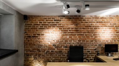 Industrial-style office - an idea for lighting brick and concrete